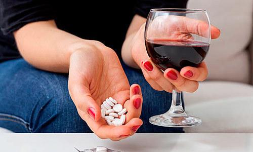 Сочетать препарат одновременно со спиртными напитками крайне нежелательно