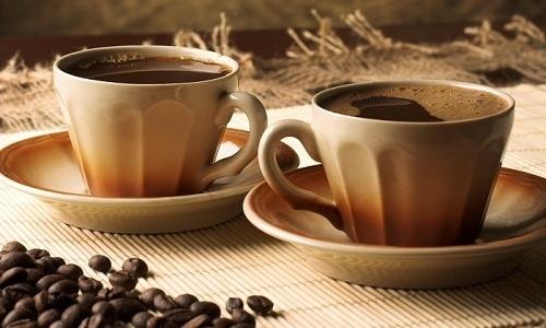 Одновременно с рассматриваемым средством не следует употреблять кофе