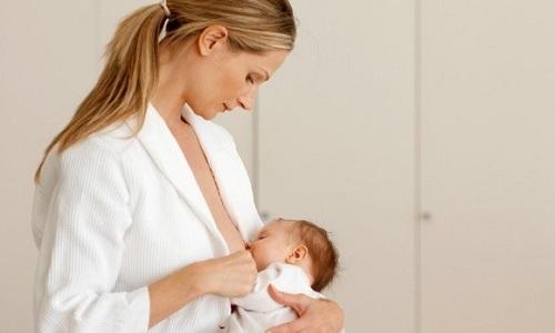 Индометацин проникает в грудное молоко, на время лечения грудное вскармливание приостанавливают
