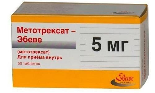 Метотрексат и другие подобные средства приводят к снижению скорости выведения препарата