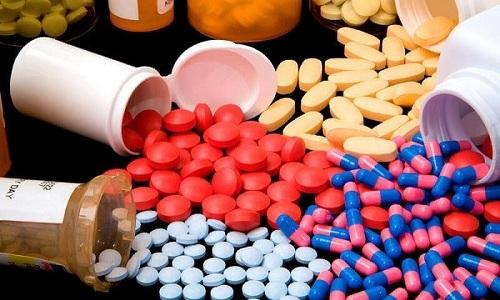 Розувастатин С3 назначается вместе с витаминотерапией и атеросклеротическими медикаментозными средствами