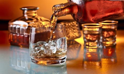 В процессе терапии желательно отказаться от распития спиртных напитков, так как этанол повышает вероятность повреждения органов ЖКТ
