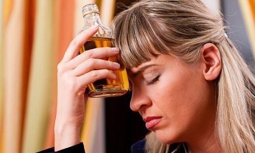 От алкогольных напитков при терапии Тиклопидина нужно отказаться из-за возможности возникновения негативных последствий