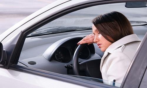 Управление транспортом не рекомендуется при проявлении такого побочного эффекта, как слабость