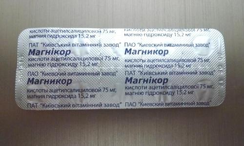 Антацидные свойства медикамента проявляются благодаря наличию в составе гидроксида магния