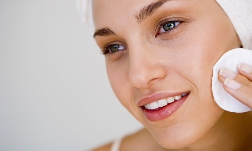 При угревой болезни следует протирать кожу Димефосфоном 3-4 раза в сутки, вечером прикладывать примочки