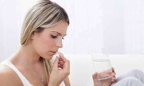 Лечение побочных действий предусматривает отмену геля и прием антигистаминного средства