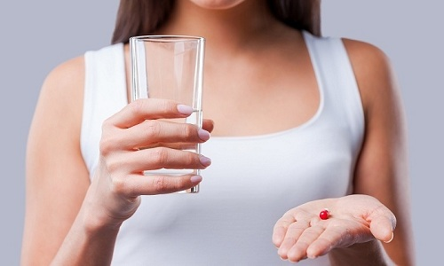 При привычных абортах принимают по 100-150 мг Токоферола ацетата 1 раз в сутки 2-3 месяца