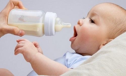 Предпочтительнее перевести ребенка на искусственное кормление на время проведения терапии препаратом Брилинта