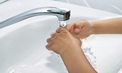 При попадании мази на поврежденную поверхность или слизистые оболочки необходимо тщательно промыть их водой