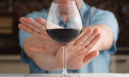 На время лечения Метронидазолом необходимо полностью исключить прием алкоголя