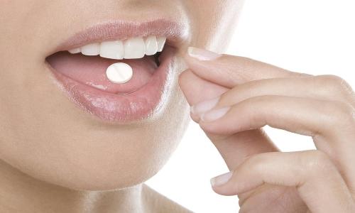 Ксарелто 10 нужно применять перорально по 2,5 мг дважды в день, вне зависимости от времени еды